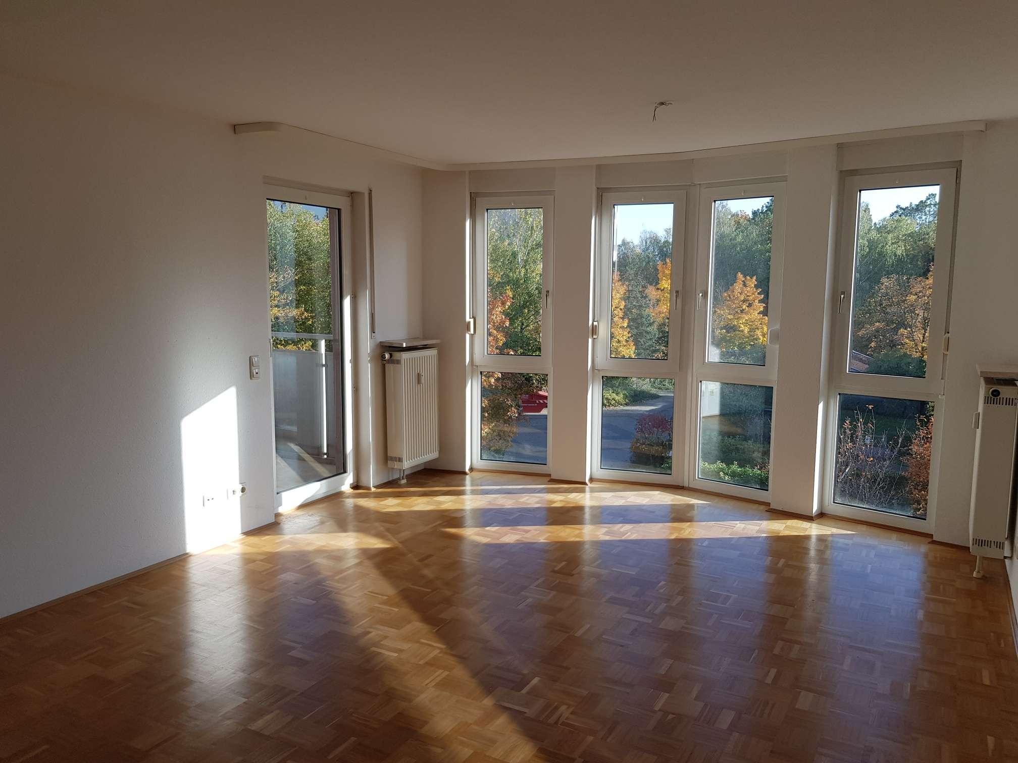 Große und gepflegte 4 Zimmer-Wohnung mit Tiefgaragenplatz in Großreuth b. Schweinau (Nürnberg)