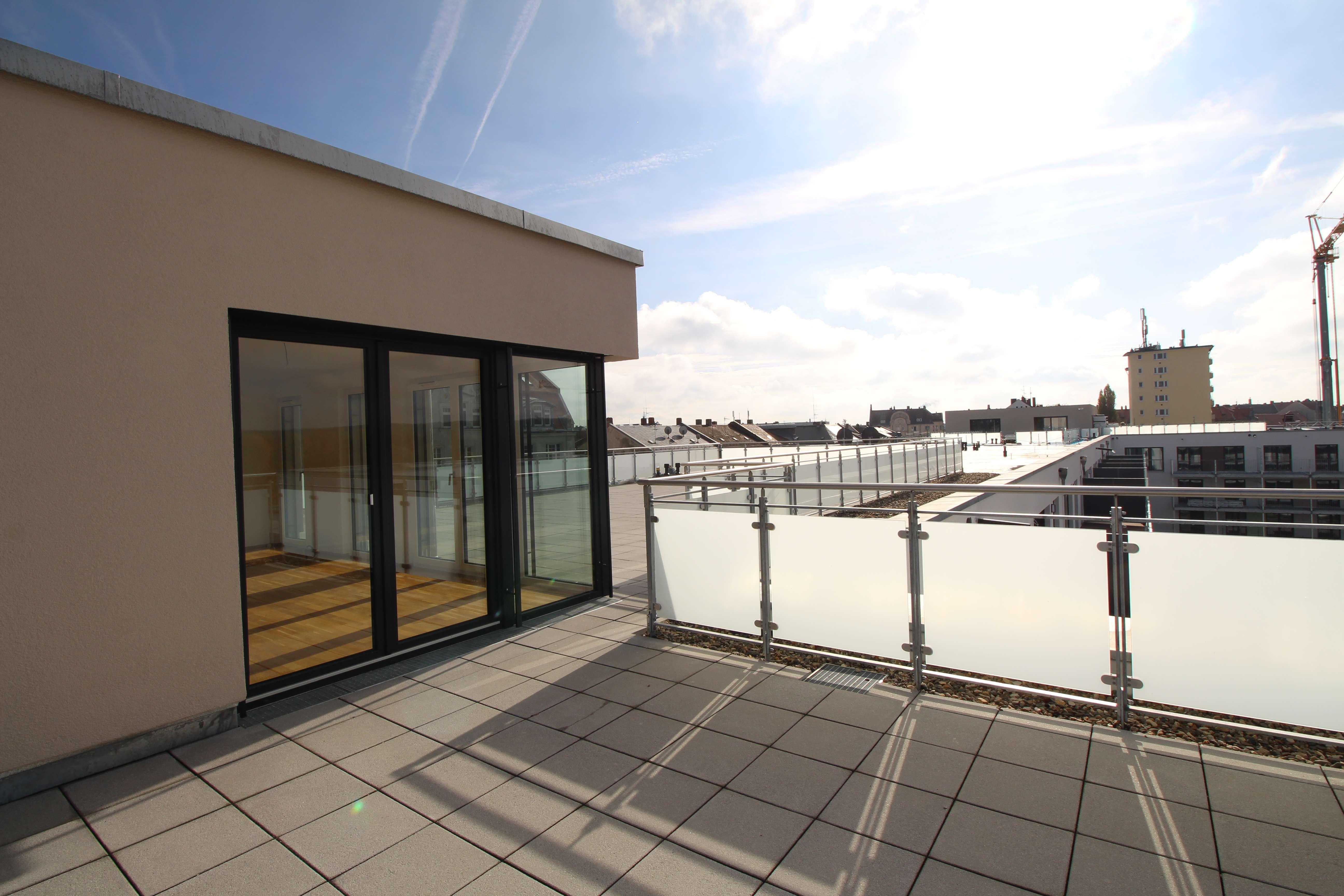 Lichtdurchflutete Penthouse-Whg mit sehr großer Dachterrasse, Neubauprojekt Sonnenlogen in Altstadt, Innenstadt (Fürth)