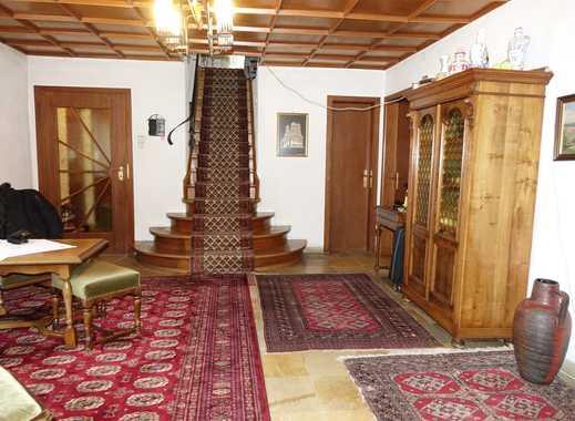 Einfamilienhaus mit großem Gewölbekeller.