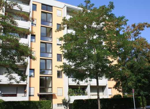 Schöne, geräumige ein Zimmer Wohnung in München, Moosach von Privat an Einzelperson