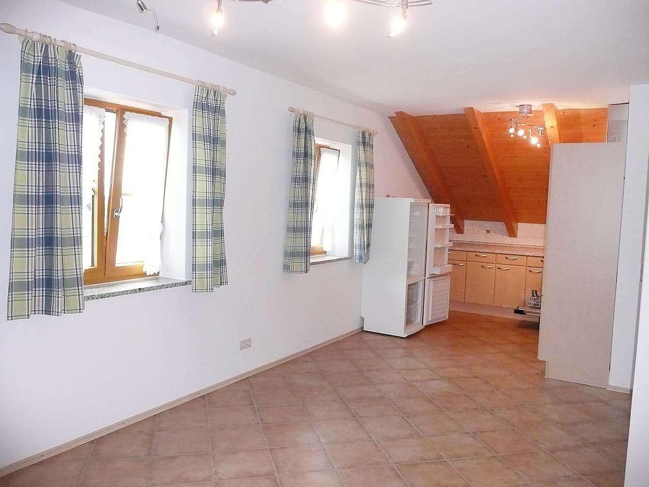 NUR FÜR WOCHENENDHEIMFAHRER - 2-Zimmer-DG-Wohnung mit Balkon, EBK in Harthausen in Grasbrunn