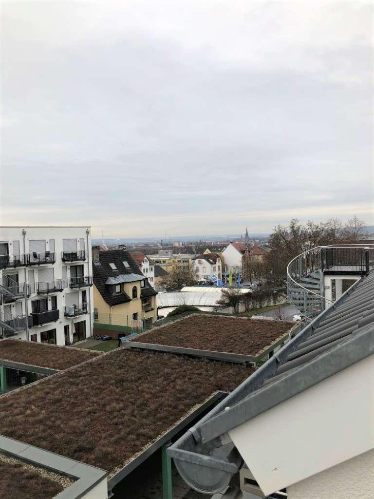 Helle 2-Zimmer-Wohnung mit 2 Balkonen zu vermieten! in