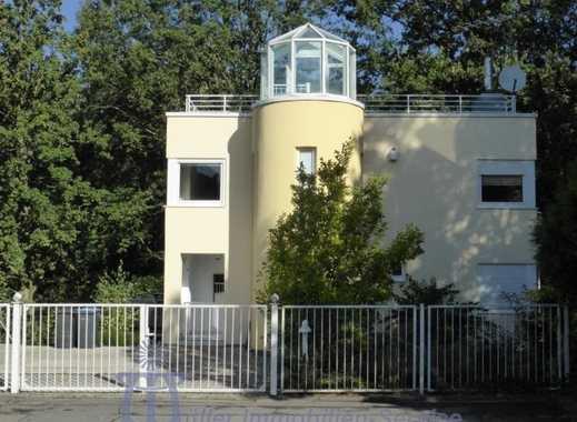 Repräsentatives Villenanwesen, Bauhausstil, in bevorzugter Stadt- und Waldrandlage von Homburg