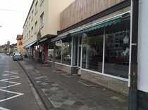 Bild Laden mit großer Schaufensterfront und Freifläche zu vermieten