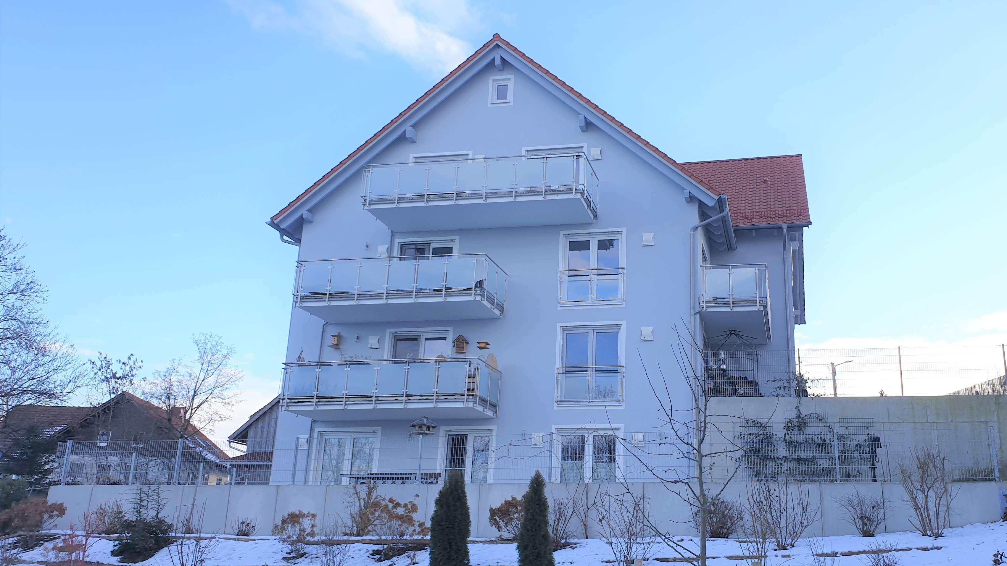 Neuwertige 2-Zimmer-DG-Wohnung mit Sonnengarantie und Weitblick in Ramsach / Penzing in