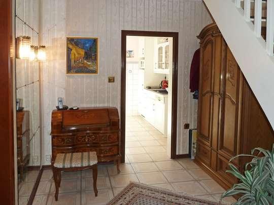 Einladendes Wohnhaus mit großer Schwimmhalle - Bild 4