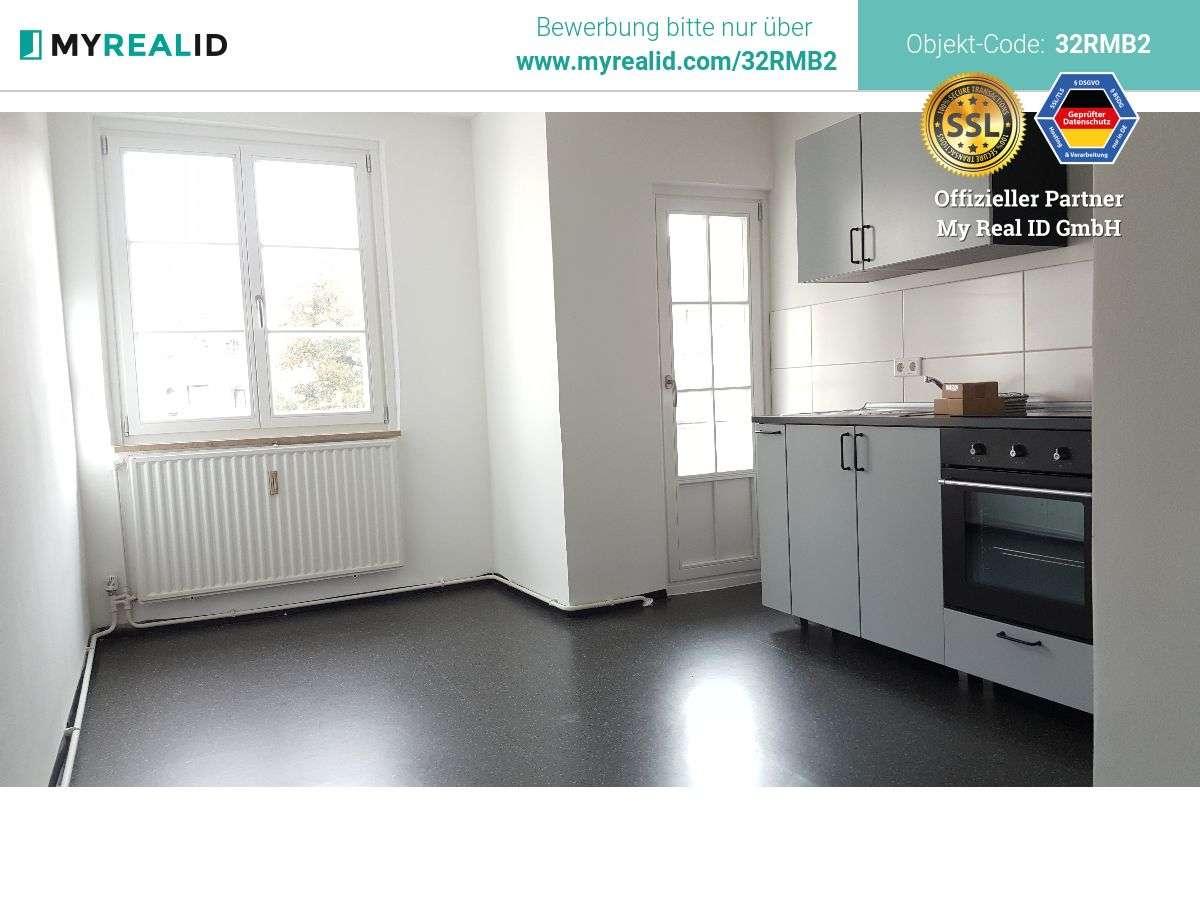Große, helle Wohnung mit Einbauküche - Ab sofort beziehbar! in Dianastraße (Nürnberg)
