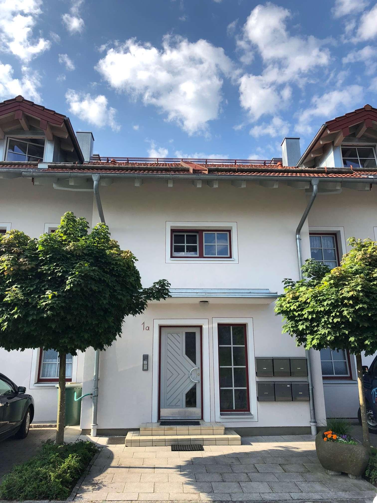 Erstbezug nach Sanierung: Dachterrassentraum mit fugenlosen Böden in