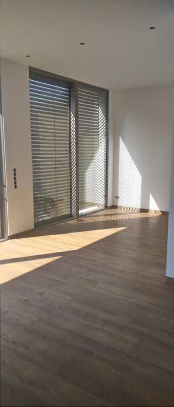 ERSTBEZUG 2-Zimmer-Wohnung im EG, große Sonnenterrasse, Gartenanteil, Stellplatz in Sulzbach am Main