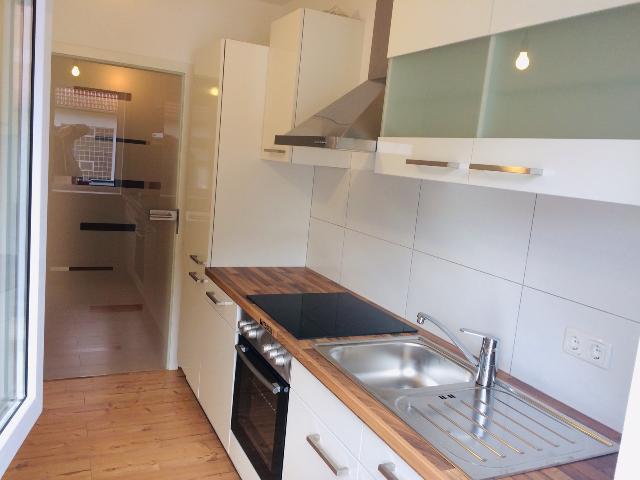 Erstbezug nach Renovierung: aufwendig sanierte 2-Zimmer-Wohnung mit EBK und Balkon in Aschaffenburg in
