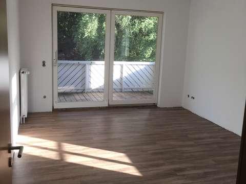 Fußboden Verlegen Oldenburg ~ Sonnige drei zimmer wohnung mit balkon und carport in oldenburg