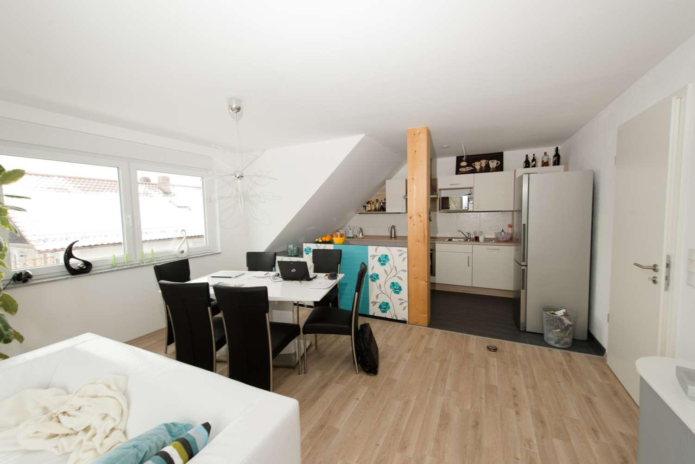Großz. Maisonettewohnung (4Zi.) mit großem Balkon+EBK in Herzogenaurach zentrumsnah, prov.frei in Herzogenaurach