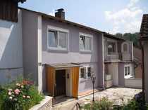 Vollständig renovierte Hochparterre-Wohnung mit vier