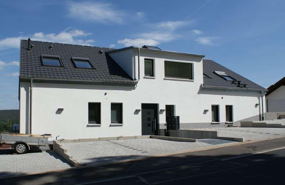Nagelneue 3-Zi.-Wohnung mit Terrasse & Balkon in