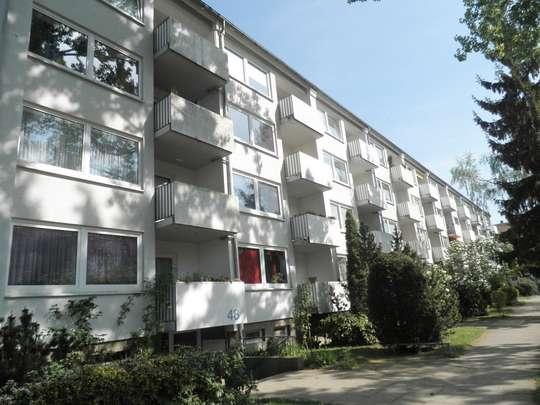 Erstbezug nach Komplettsanierung: 2-Zimmer Wohnung mit Balkon in Groß-Buchholz