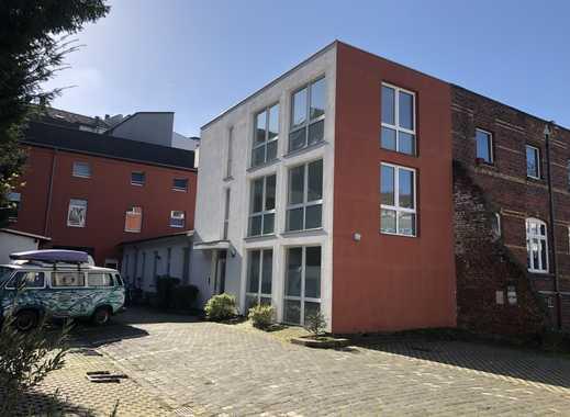 Ruhiges Hofhaus - grosszügig nutzbar ( auch als WG ) in Düsseldorf