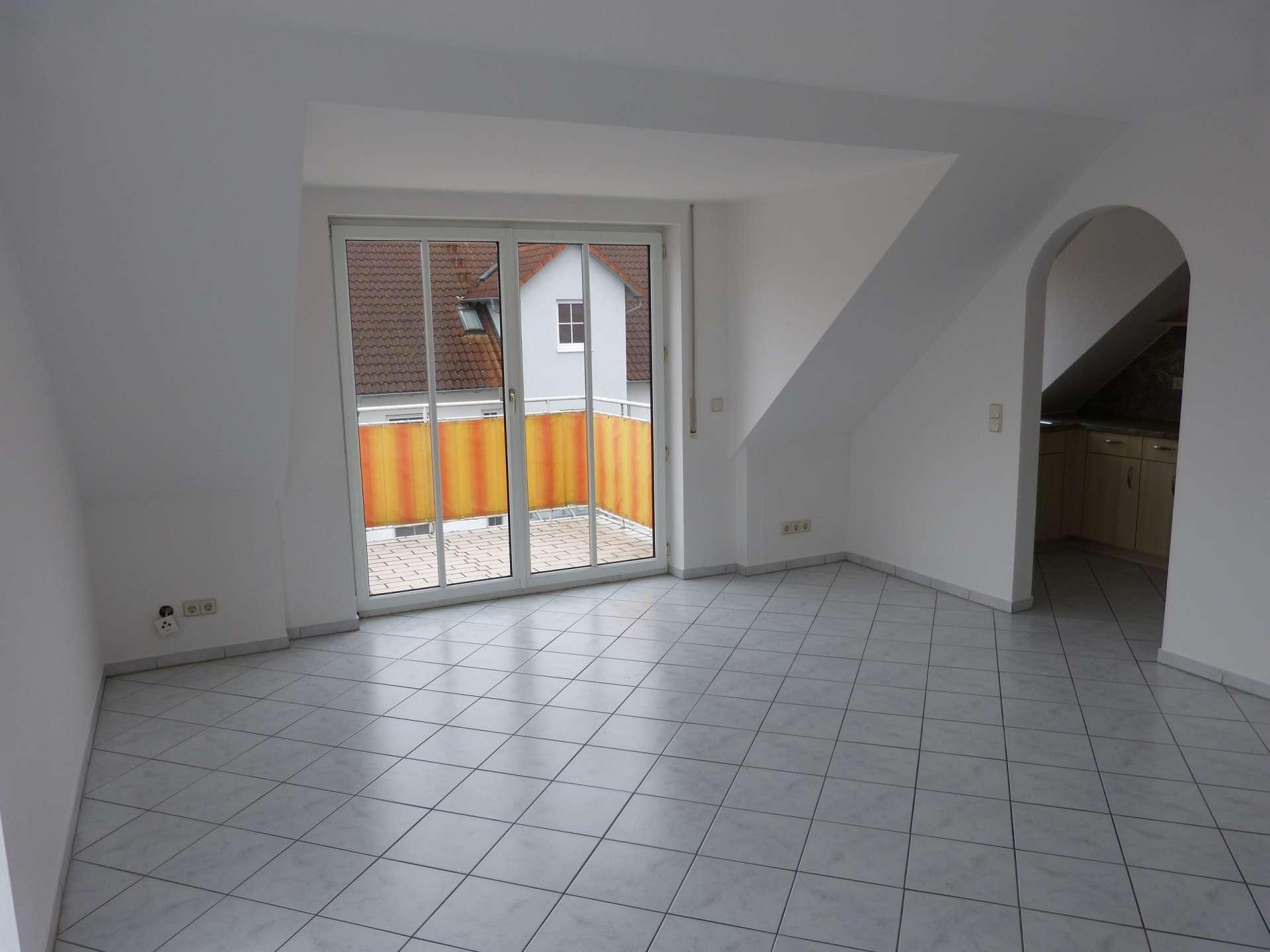 Helle Dachgeschosswohnung mit EBK und Balkon in Manching in