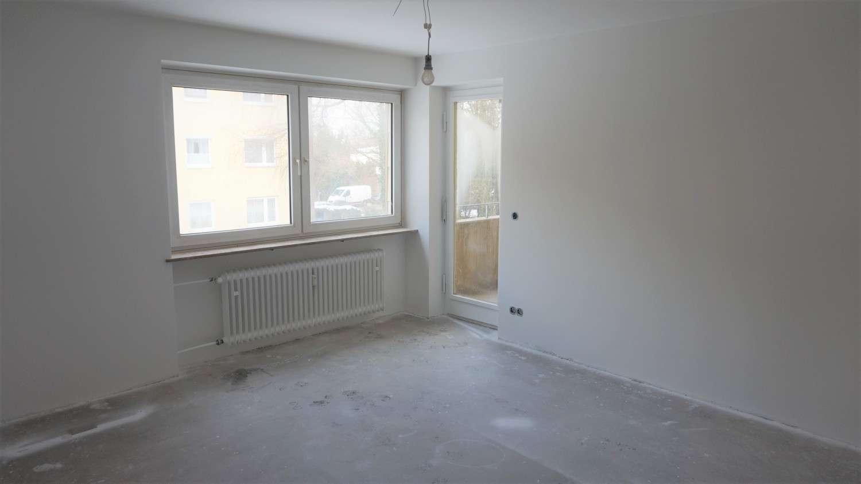 sonnige und praktische 3 Zimmerwohnung mit Balkon - Erstbezug nach Komplettrenovierung in Feldmoching (München)