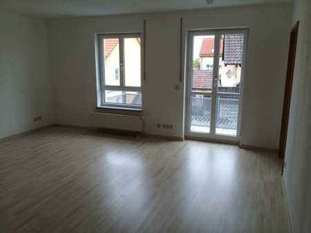 Exklusive, neuwertige 3-Zimmer-Maisonette-Wohnung mit Balkon und EBK in Hallbergmoos in Hallbergmoos