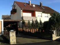 Einfamilien-Doppelhaushälfte mit Carport und Garten