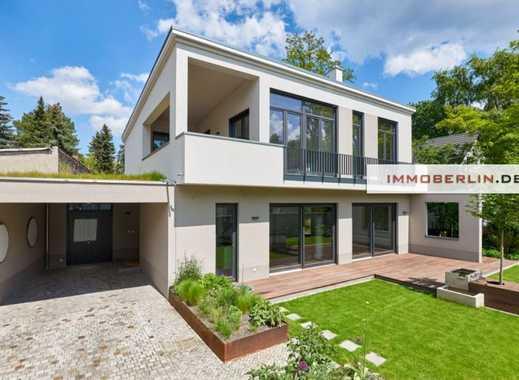 IMMOBERLIN: Exquisite neuwertige Villa mit Südgarten in exzellenter Lage