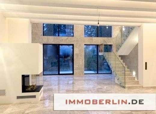 IMMOBERLIN: Faszinierendes Neubauprojekt! Exquisites Einfamilienhaus mit Topambiente in Seenähe