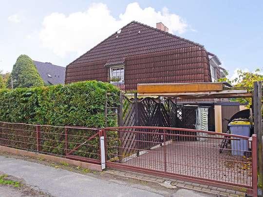 Attraktive Doppelhaushälfte mit Kamin, Pool und Sauna auf kleinem Grundstück - Bild 18