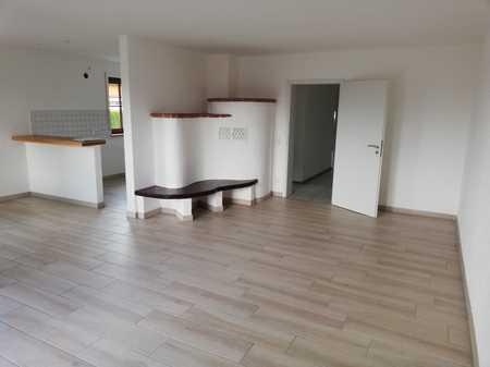 Frisch renovierte 2-Zimmer Wohnung mit Kachelofen inklusive Terrasse mit Gartenanteil in Kaufbeuren (Kernstadt) (Kaufbeuren)