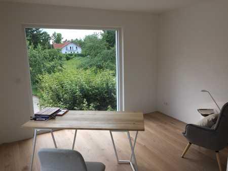 Stilvolle, neuwertige 4-Zimmer-Wohnung mit Balkon und EBK in Windach in Windach