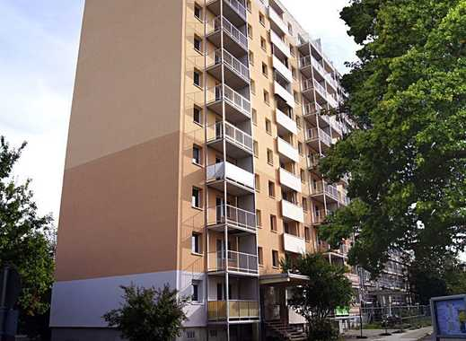 Schöne, helle und frisch sanierte Wohnung mit Balkon