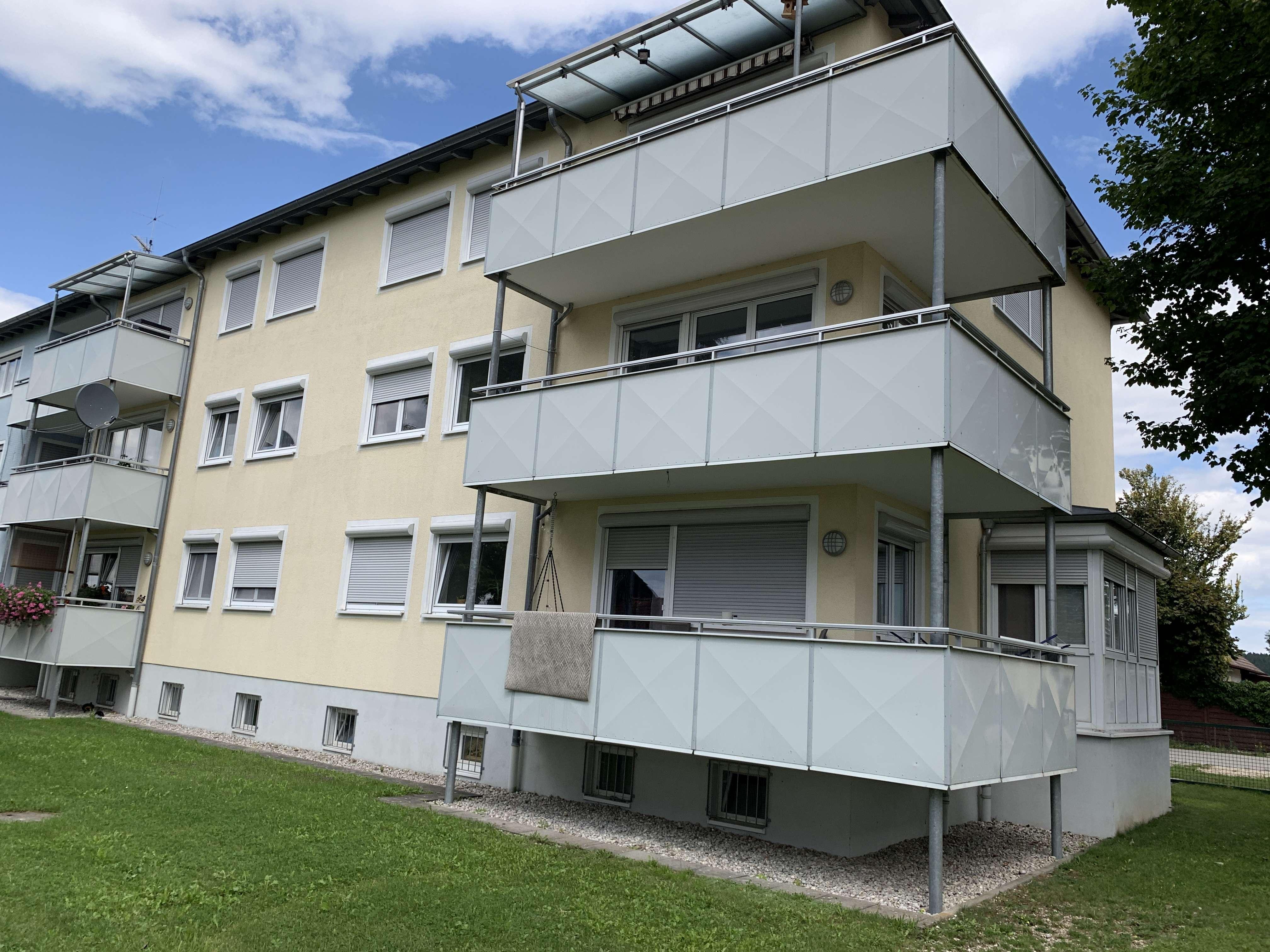 Großzügige 3 ZKB mit Balkon im 1. OG in