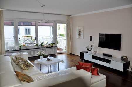Stilvolle, gepflegte 4-Zimmer-Wohnung mit Balkon und EBK in Oberschleissheim in Oberschleißheim
