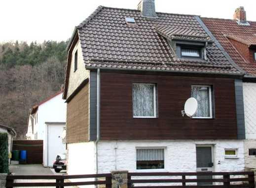 Gepflegtes Wohnhaus mit Nebengebäude