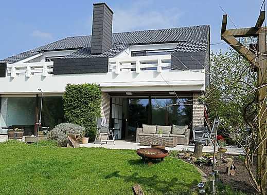 Exklusives, freistehendes Einfamilienhaus mit zwei Dachterrassen und unverbaubarem Blick in Top Lage
