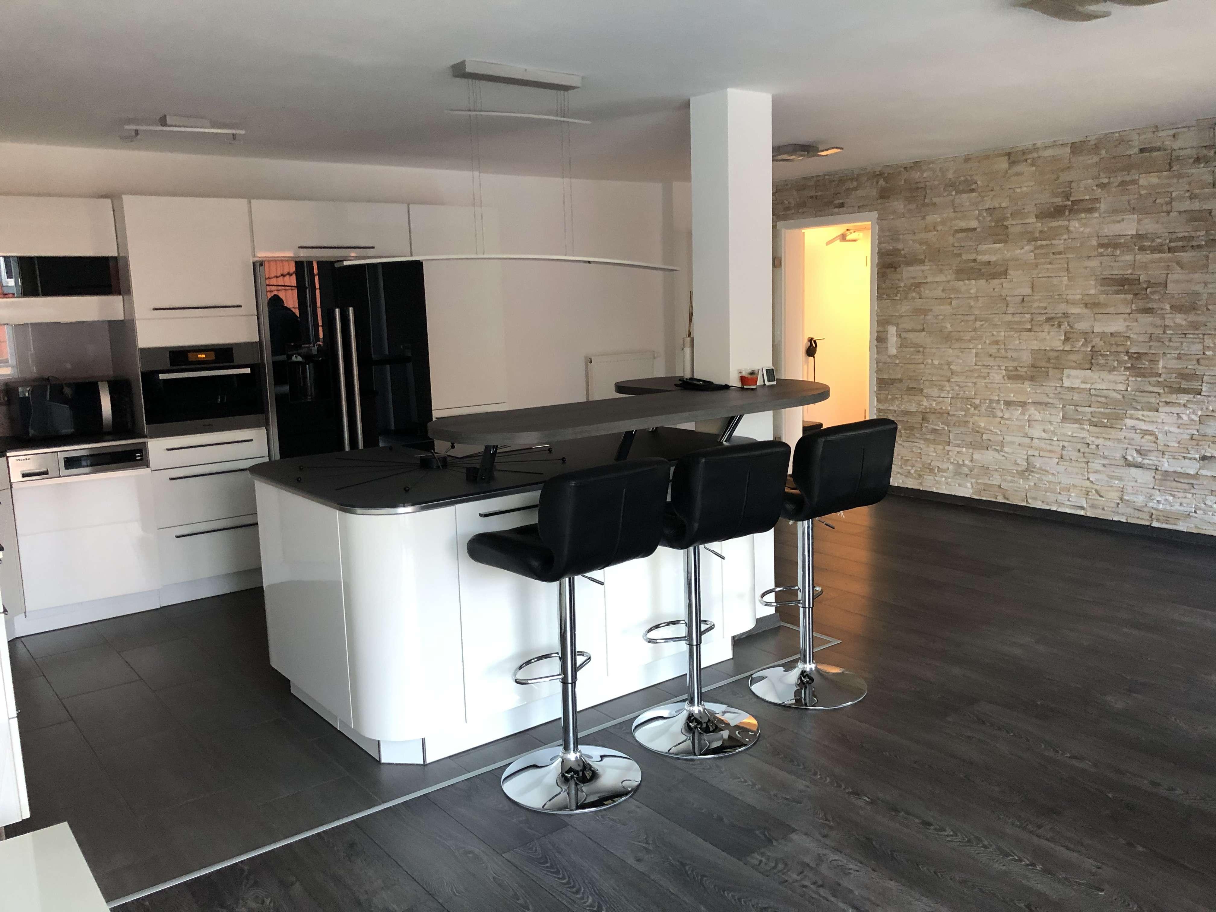 Provisionsfrei! DESIGN 3-Zimmer-Wohnung mit riesen Balkon und TOP Möbel, Einbauküche in Lappersdorf in