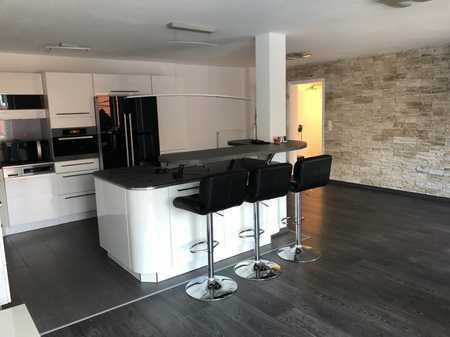 Provisionsfrei! DESIGN 3-Zimmer-Wohnung mit riesen Balkon und TOP Möbel, Einbauküche in Lappersdorf in Lappersdorf