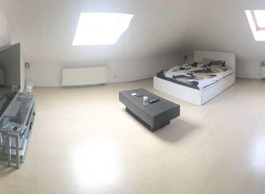 1,5-Zimmer-DG-Wohnung mit EBK 500€ Warm inkl. Strom + Warmwasser