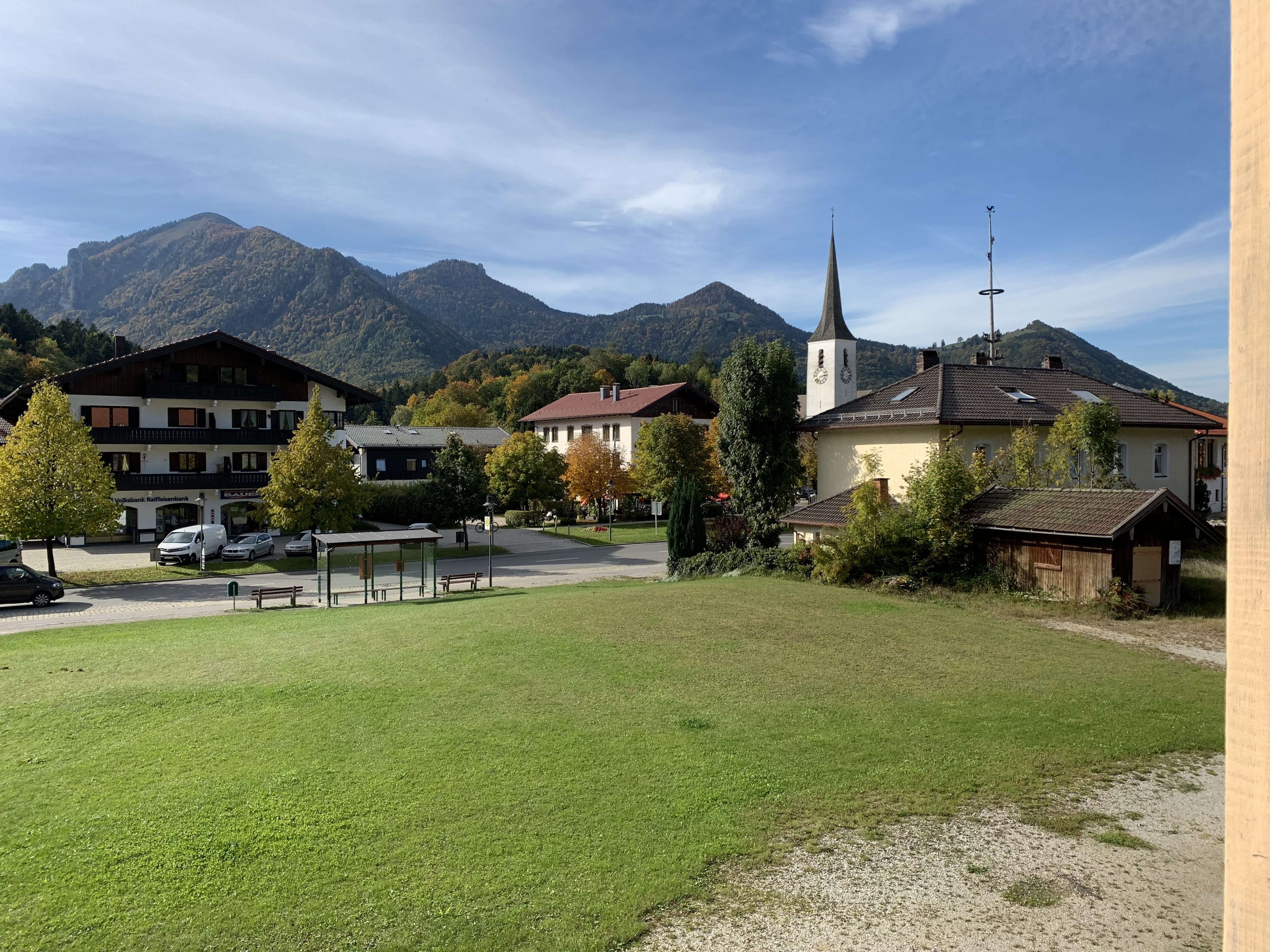 Große Wohung mit wunderschönen Balkon und Bergblick in Marquartstein