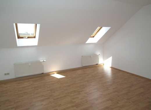 Helle 2- Zimmer Dachgeschosswohnung zu vermieten!