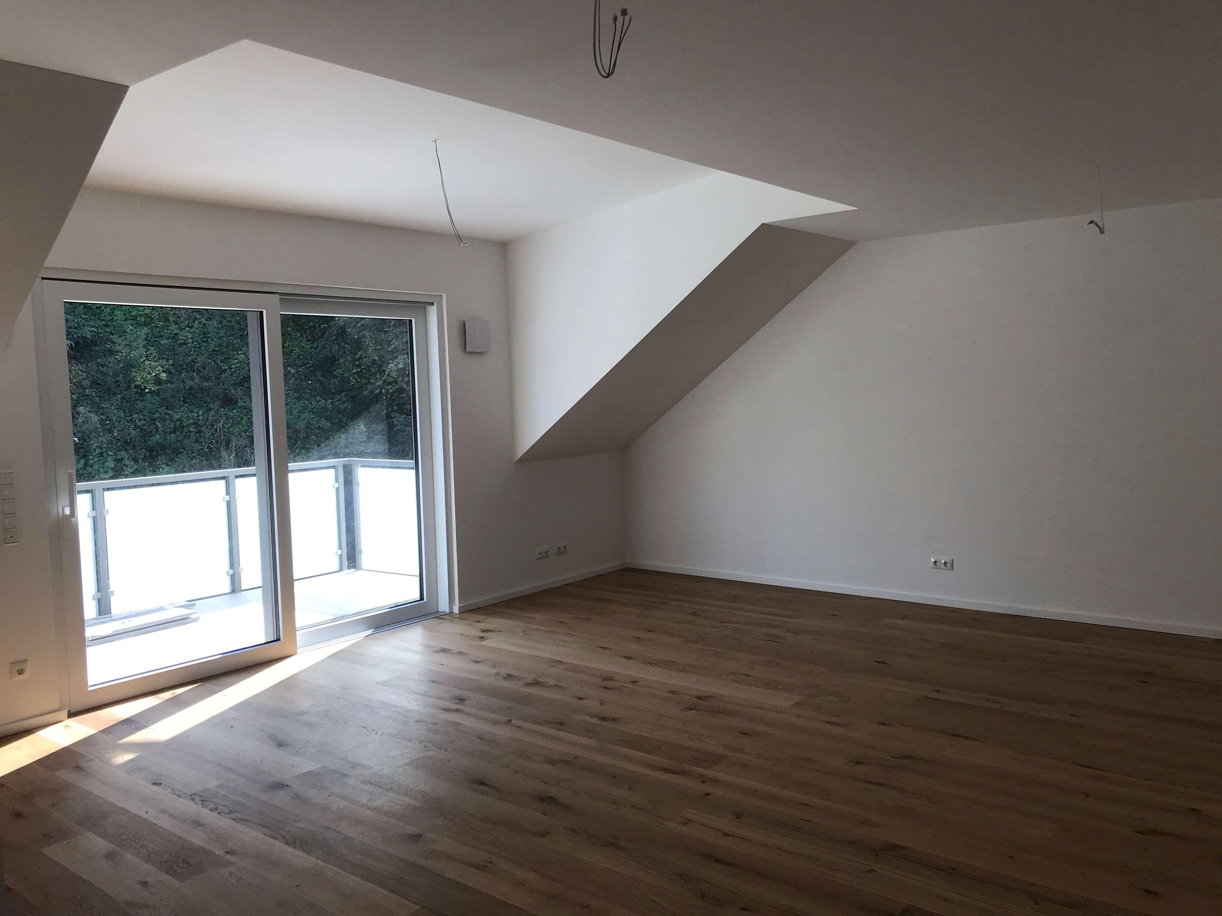 Erstbezug mit Balkon: schöne 3-Zimmer-DG-Wohnung in Landau in Landau an der Isar