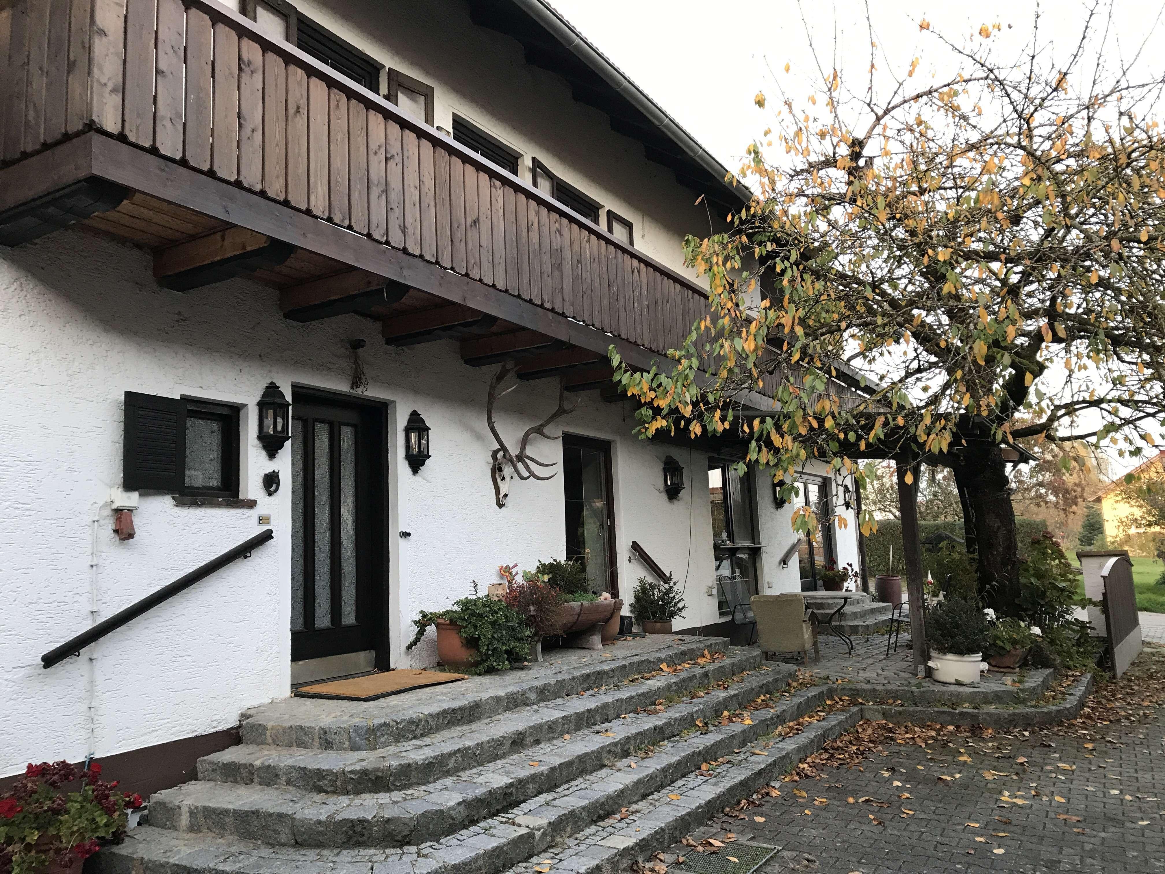 EG in Wohnhaus mit Garten - 700 €, 180 m², 4,5 Zimmer in Wurmannsquick