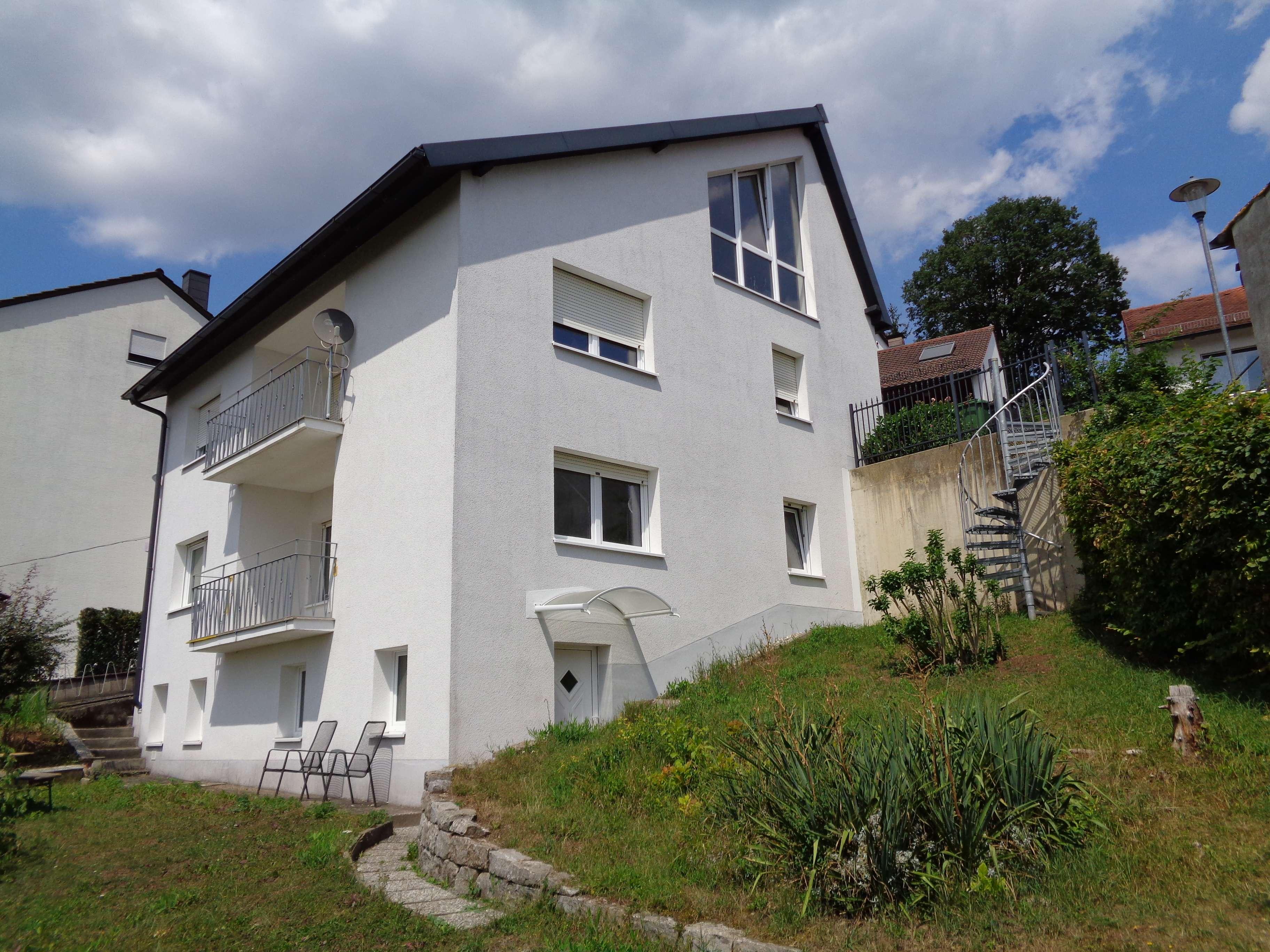 Erstbezug nach Sanierung: geräumige 1-Zimmer-DG-Wohnung in Langenzenn in