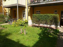 Blick auf die Terrasse vom Hof