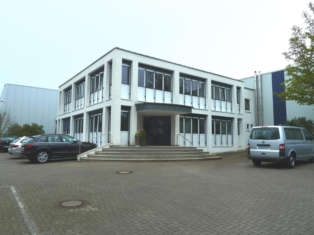 Eingang Bürotrakt