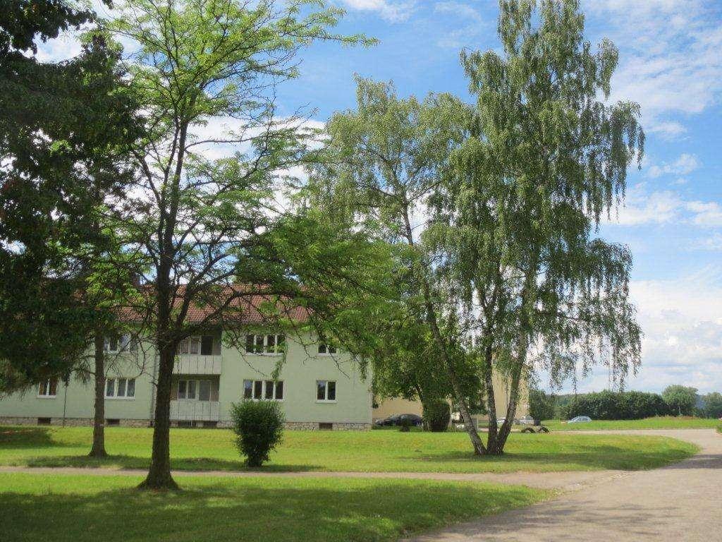 3-Zimmer-Wohnung mit Balkon inmitten großzügiger Grünanlage in