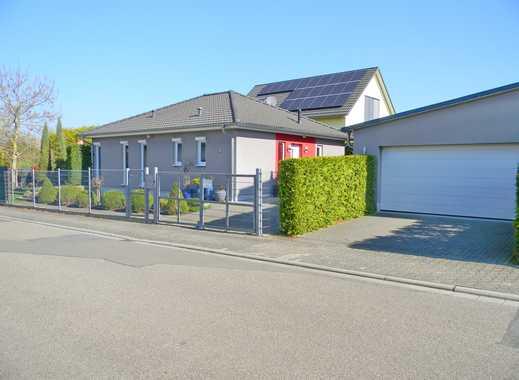 BAYER-Immobilien GmbH: Exclusives Bungalow-Anwesen mit traumhafter Gartenoase in Nieder-Saulheim