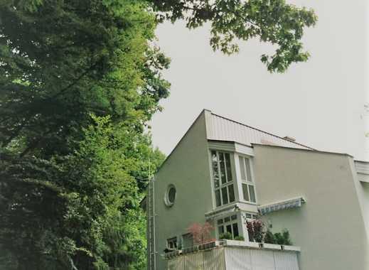 Charmante 3-Zimmer-Maisonette mit Galerie ruhig gelegen mit Süd-West-Balkon in Altstadt-/S-Bahn-Nähe