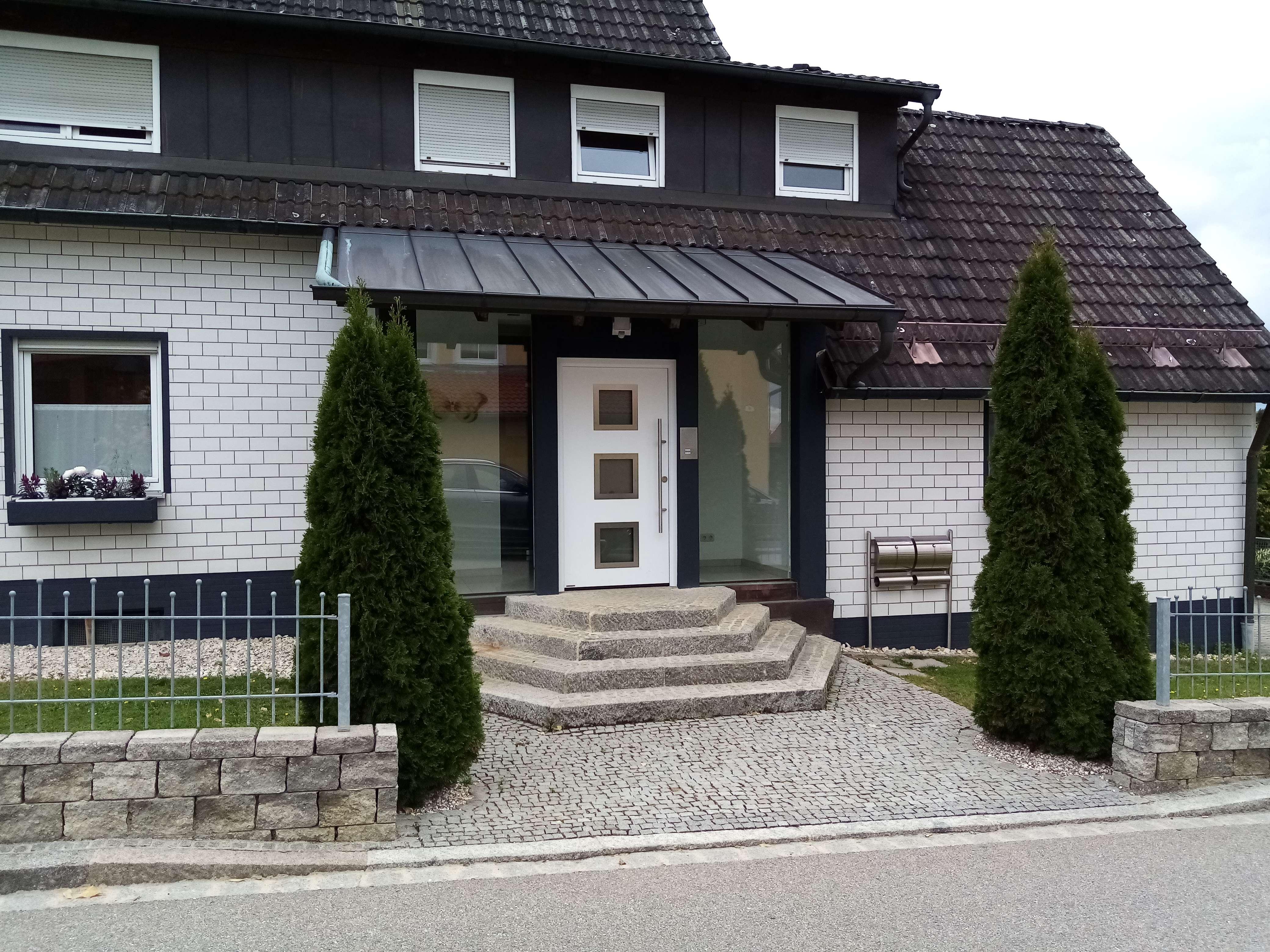 Neuwertige 3,5-Zimmer-Dachgeschosswohnung mit Balkon und EBK in Wackersdorf in Wackersdorf