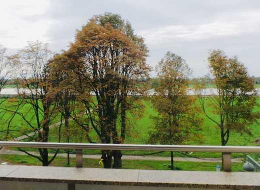 RHEINBLICK! Exklusive, geräumige 2,5-Zimmer-Wohnung mit 2 Balkonen und EBK in Düsseldorf-Golzheim