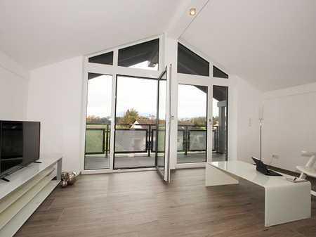 Hochwertige 4-Zi.-DG-Whg, ca. 105 m² (reine Bodenfl. ca. 130 –140 m²), komplettes DG. in Saaldorf-Surheim